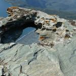 Nevarna plaža, onesnažena z azbestom. Greh preteklosti.